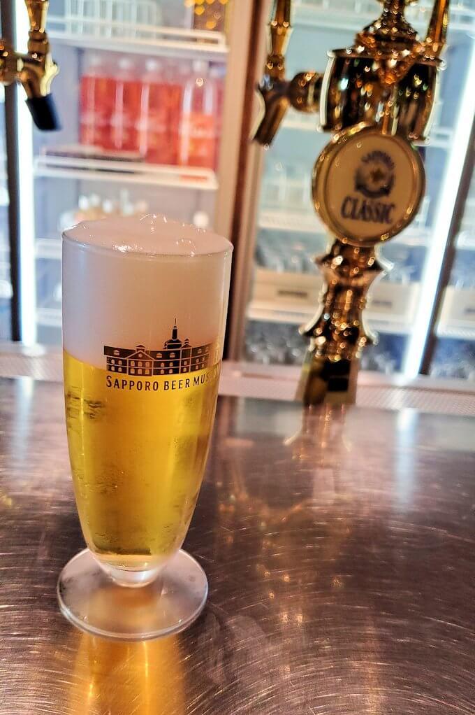 「サッポロビール博物館」奥にある試飲コーナーでビールを注文1