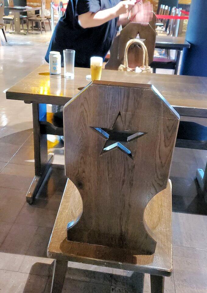 「サッポロビール博物館」奥にある試飲コーナーの椅子