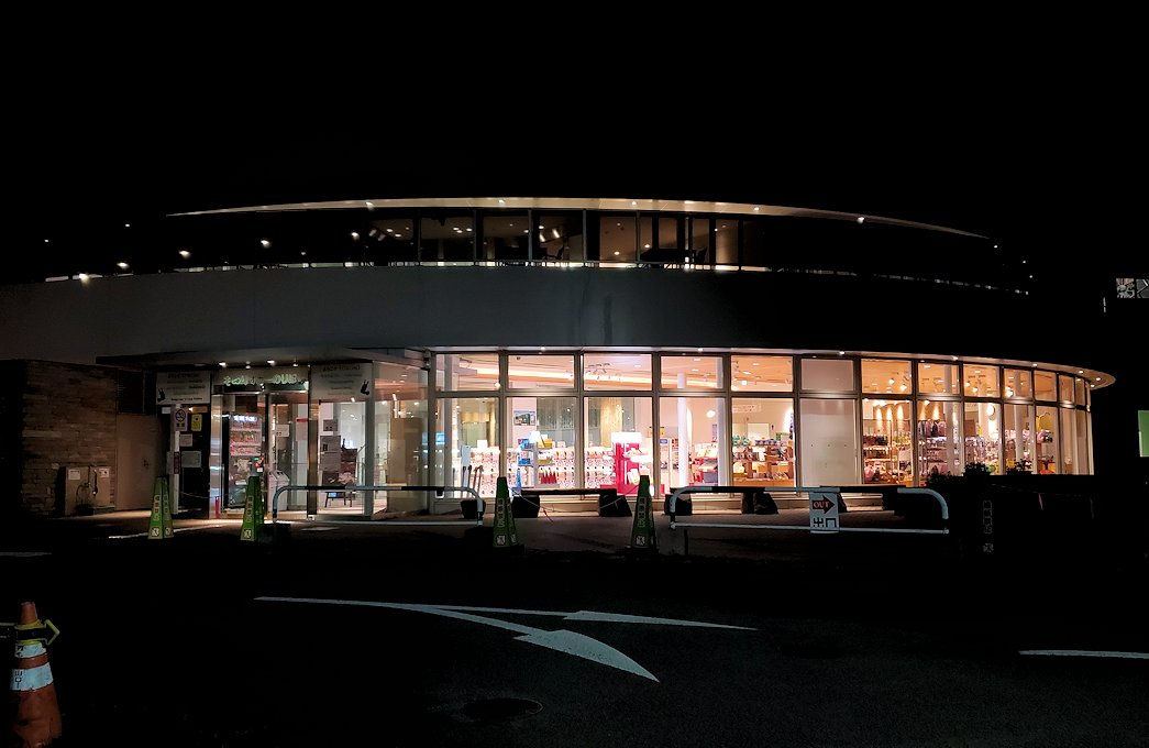 夜の札幌市内藻岩山駐車場のロープウェイ乗り場