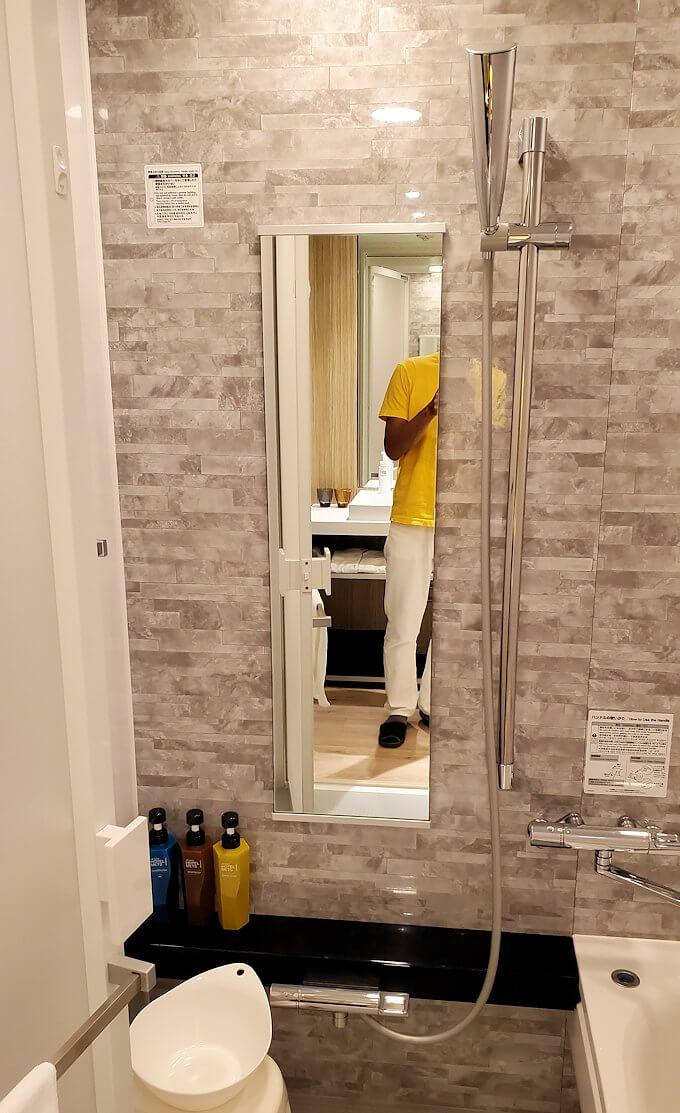 「JR東日本ホテルメッツ札幌」のシングルルームのバスルーム