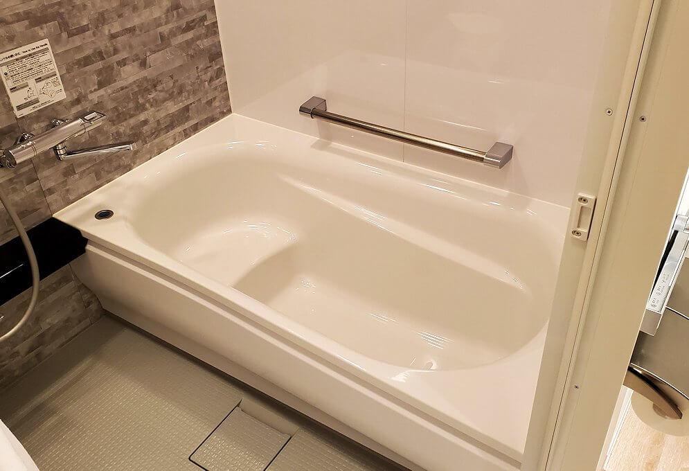 「JR東日本ホテルメッツ札幌」のシングルルームのバスルーム1