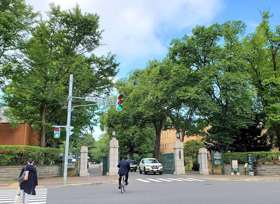 北海道大学の入口