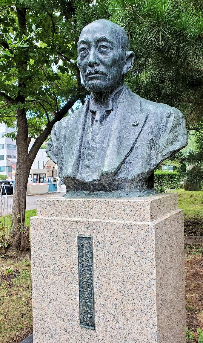 北海道大学にある、佐藤昌介の銅像