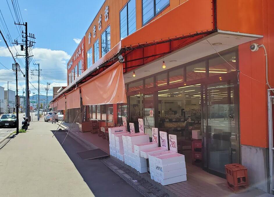 余市駅近くにある海鮮市場