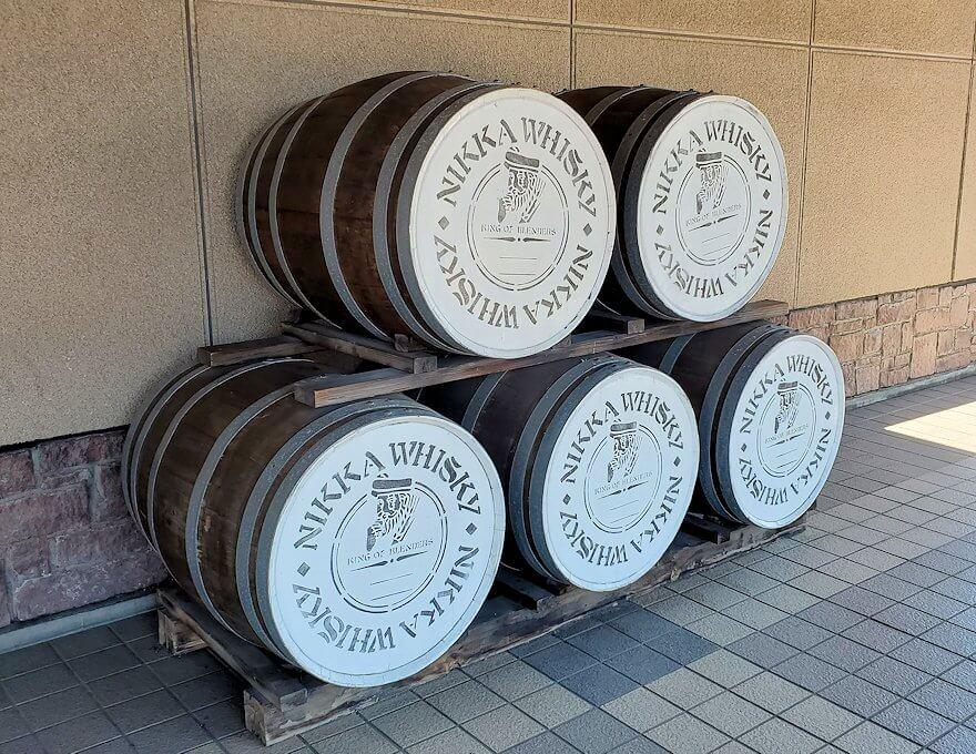余市駅に置かれていた酒樽