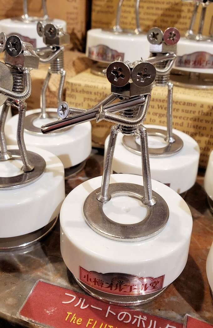「小樽オルゴール堂:2号館」で販売されている、ネジを使ったオルゴール作品2