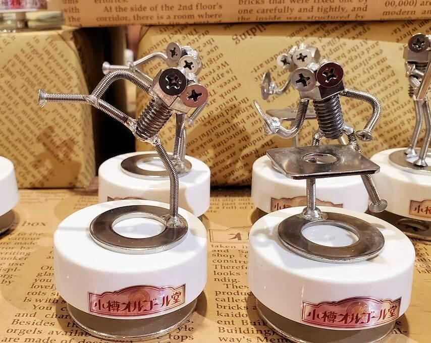 「小樽オルゴール堂:2号館」で販売されている、ネジを使ったオルゴール作品4