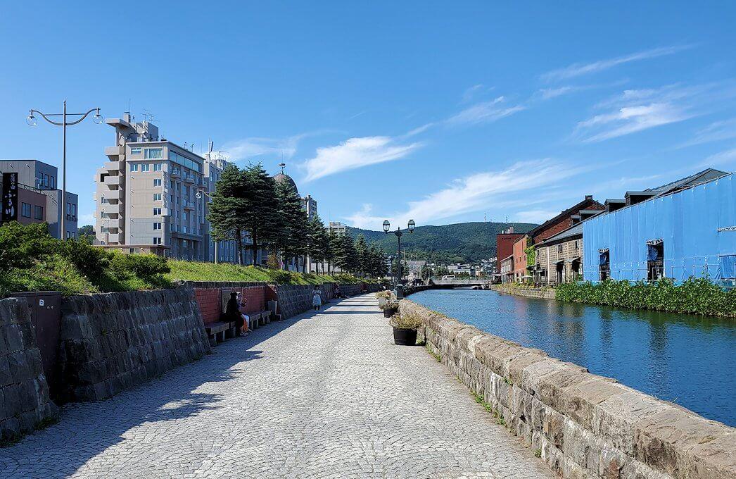 小樽運河沿いを歩く