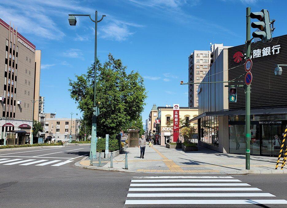 小樽駅のある交差点の景色2