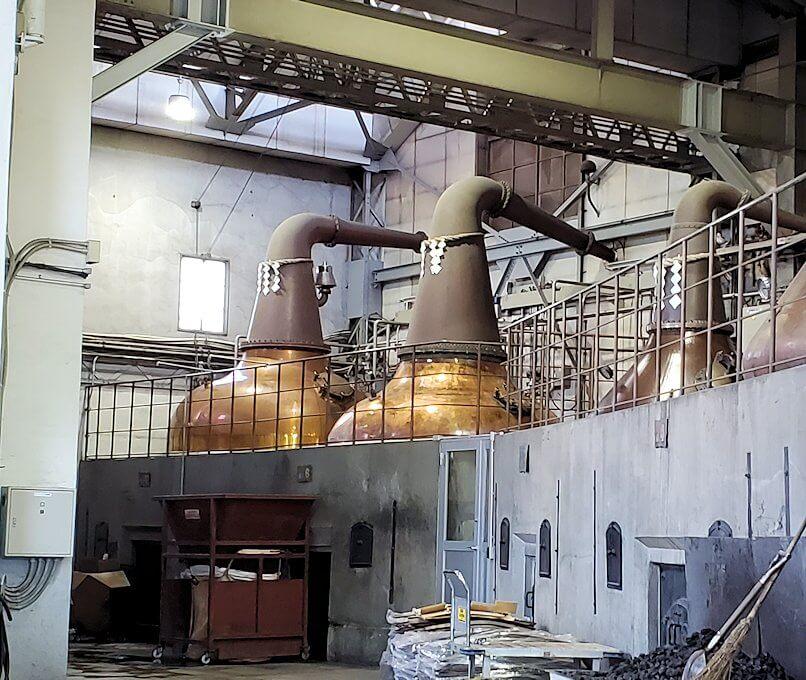 ニッカウヰスキー余市蒸溜所の蒸留棟内の景色4