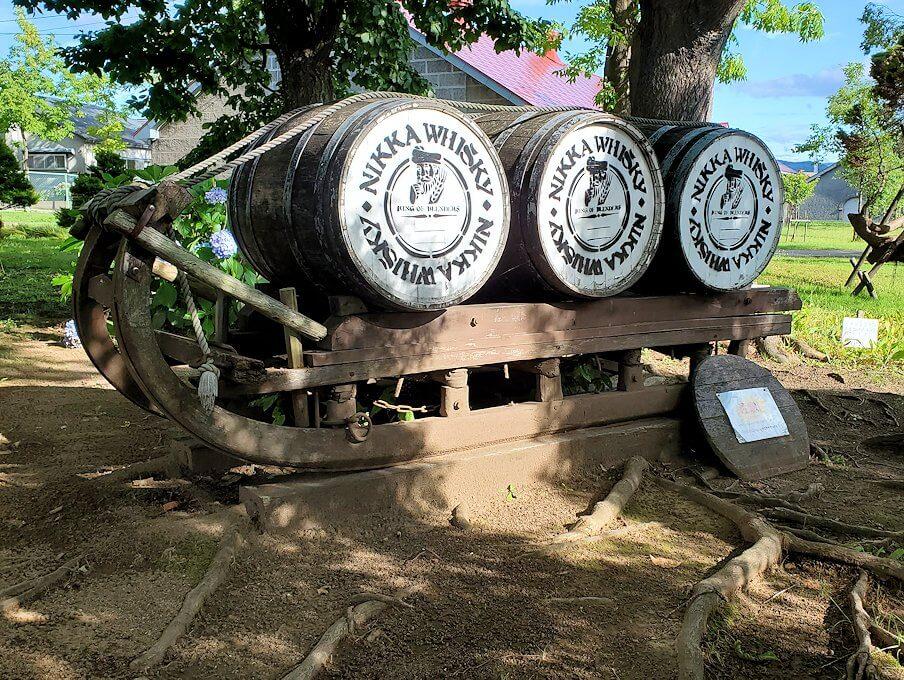 ニッカウヰスキー余市蒸留所内に置かれている樽1