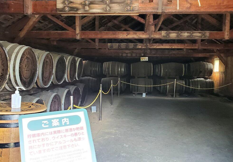 ニッカウヰスキー余市蒸留所内ある貯蔵庫の内観