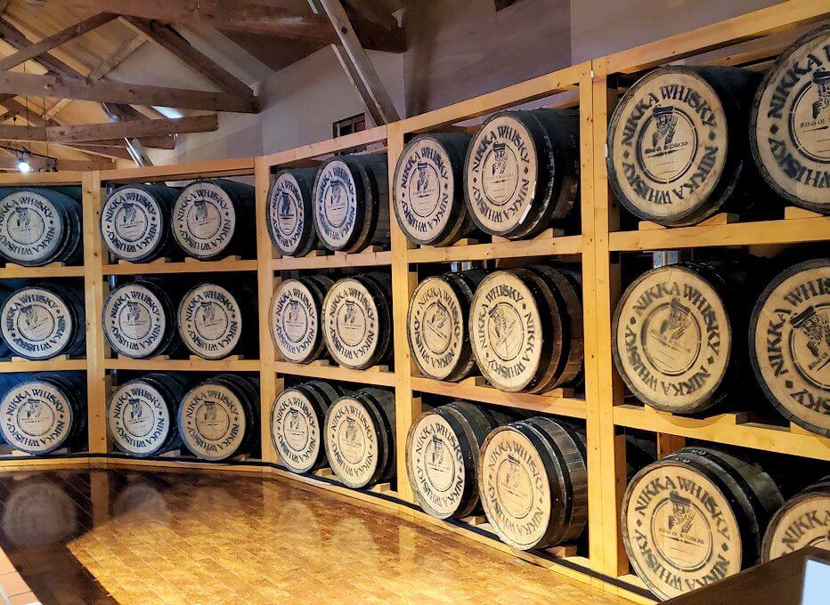 ニッカウヰスキー余市蒸留所内の博物館入口の景色