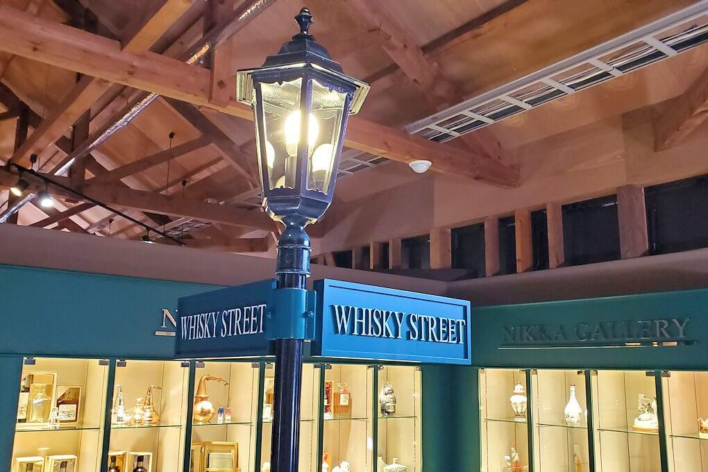 余市町のウイスキー博物館内の景観