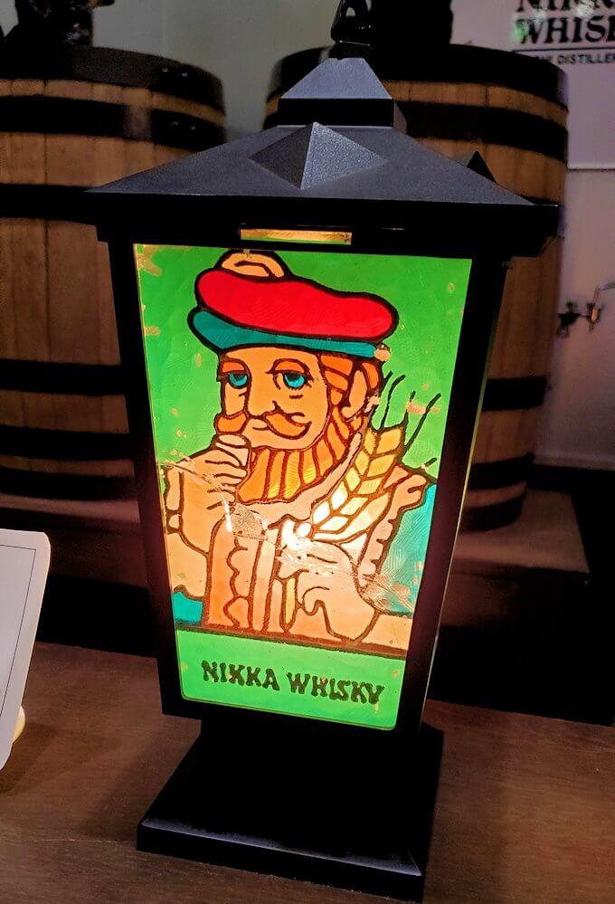 余市町のウイスキー博物館内で、竹鶴21年の試飲コーナー