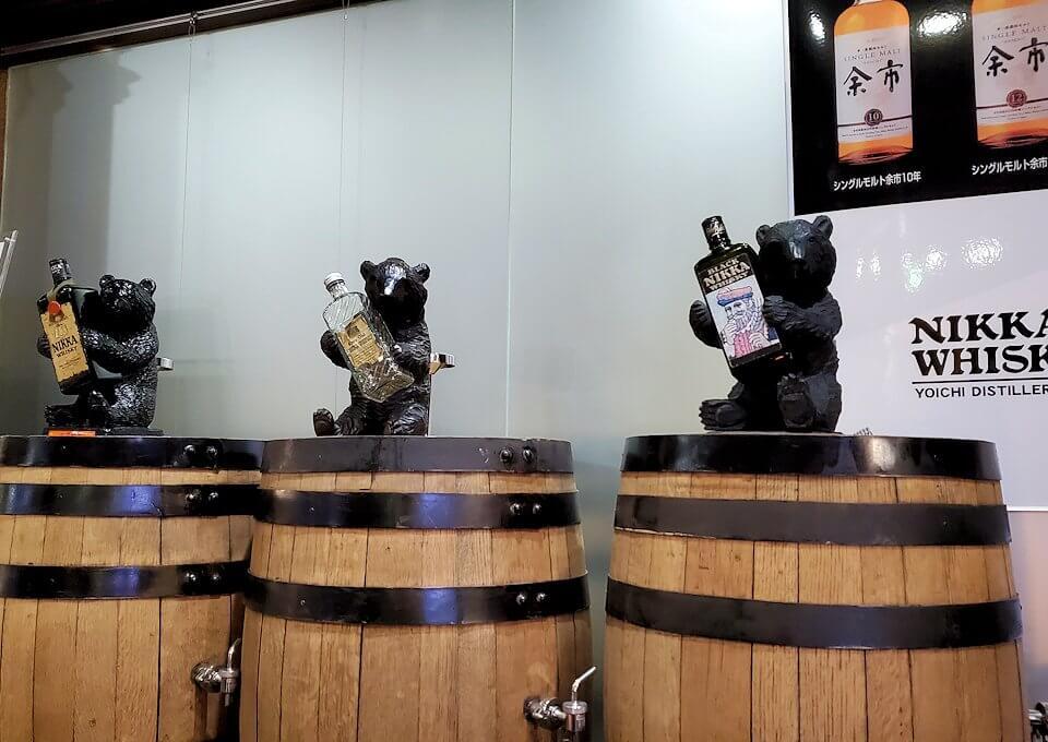 ウイスキー博物館に置かれている熊の置物