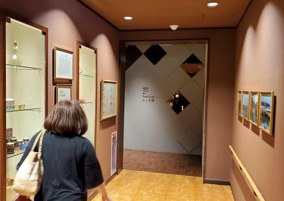 ウイスキー博物館の奥へと進む