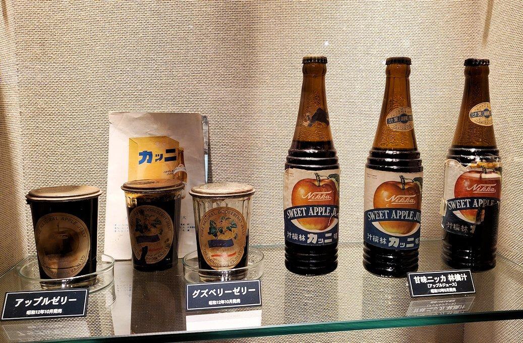 ウイスキー博物館内にある、昔のニッカウヰスキー商品2