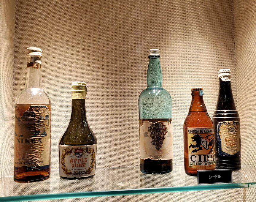 ウイスキー博物館内にある、昔のニッカウヰスキー商品3