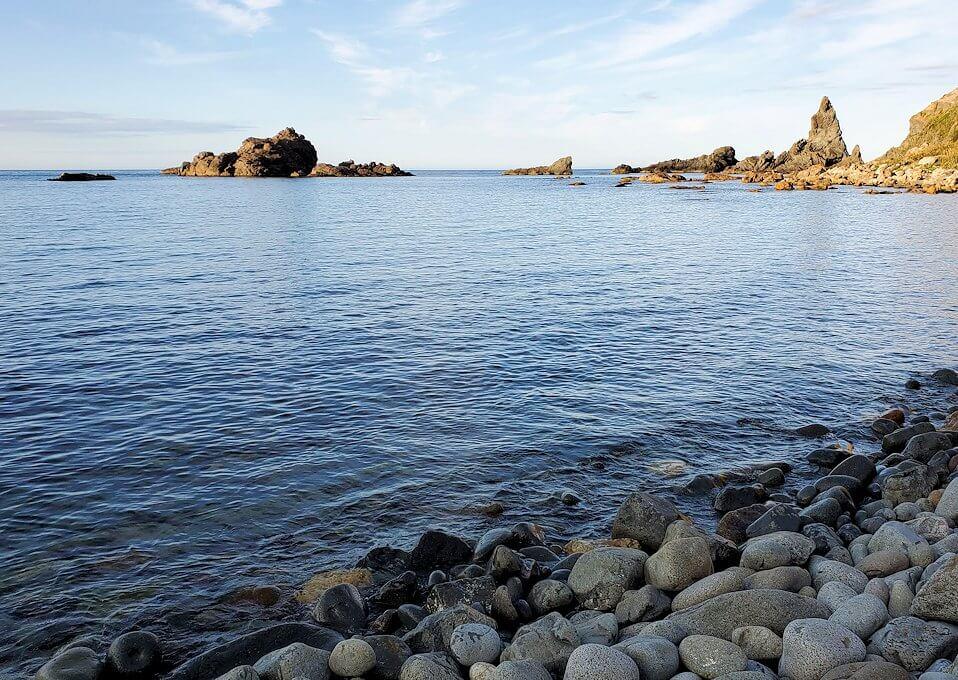 積丹半島の北端にある「島武意海岸」下から見る景色