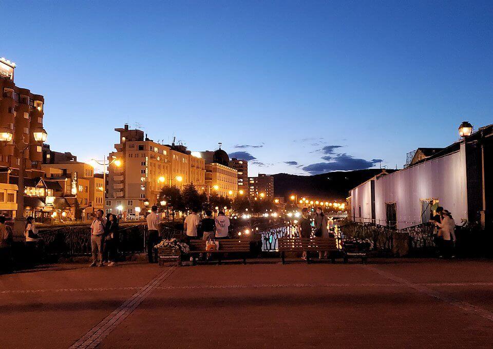 夜の小樽の街の景色