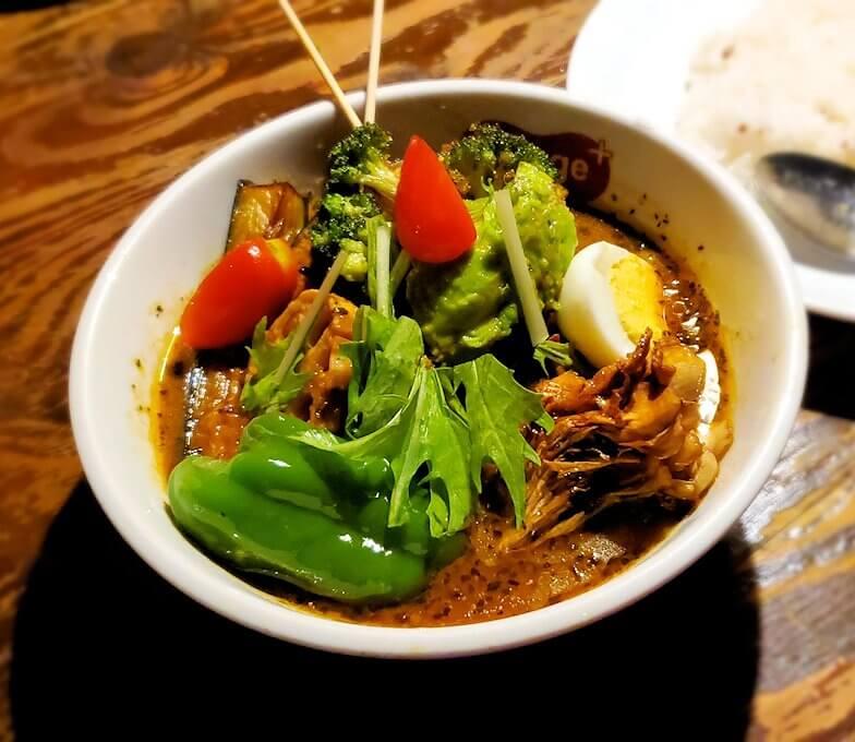 スープカレー専門店「スアゲ(Suage)」で注文した、野菜カレーの野菜類
