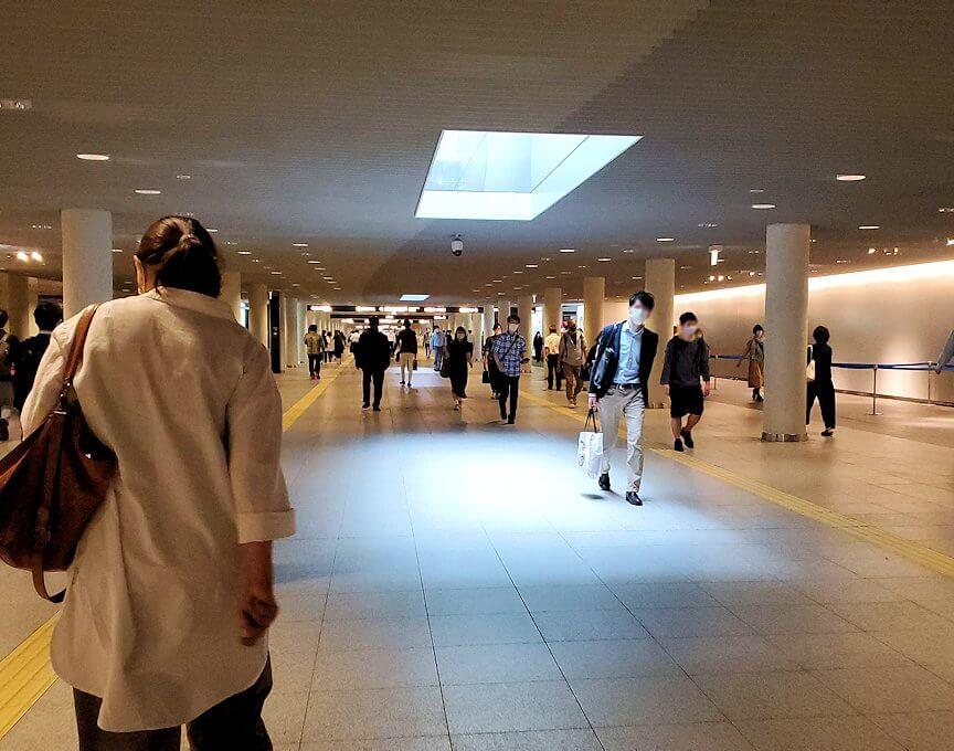 札幌駅前通地下歩行空間(チカホ)を進む