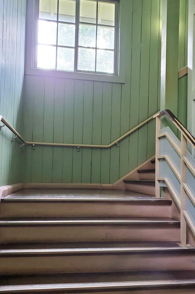札幌時計台の2階へ進む