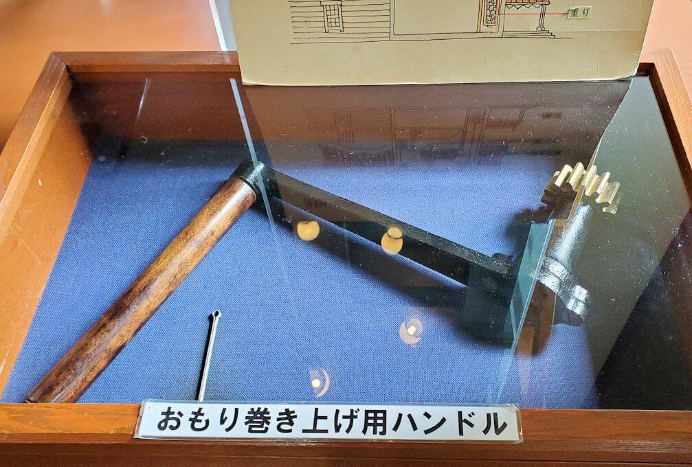 札幌時計台の動力を巻き上げるねじ
