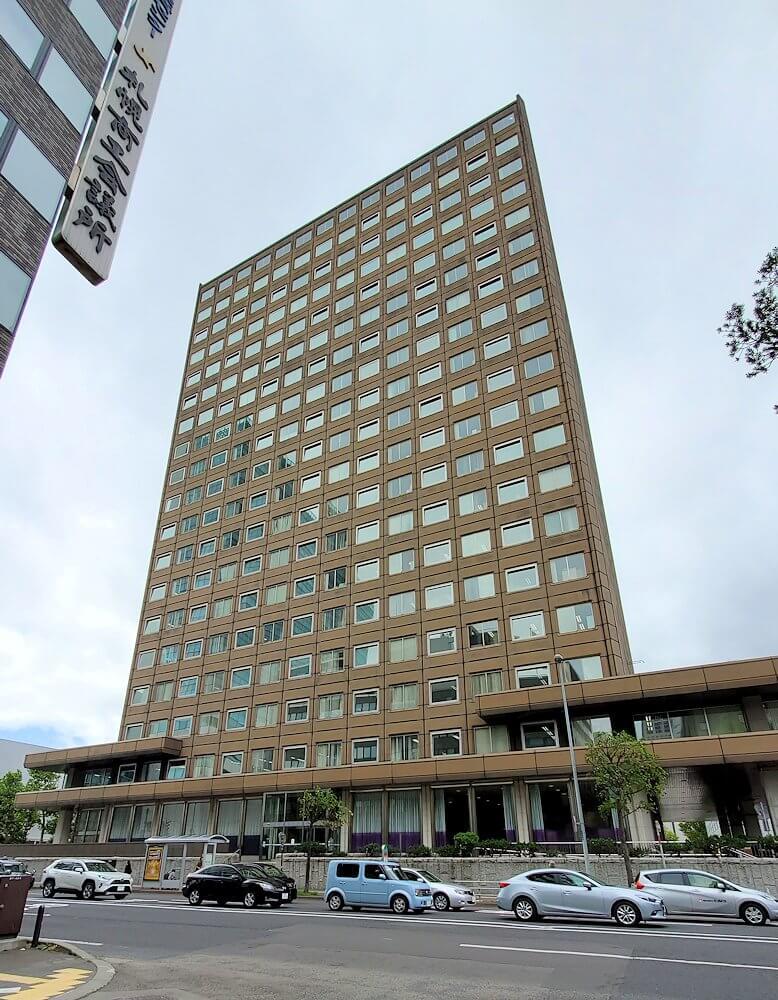 札幌時計台の横にある、札幌市役所