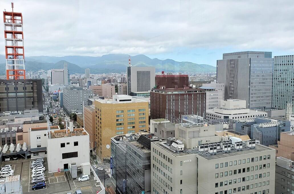札幌市役所の展望台から眺める