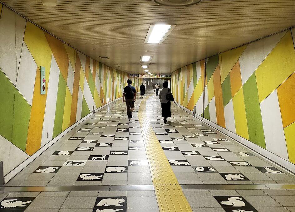 札幌地下鉄構内の通路