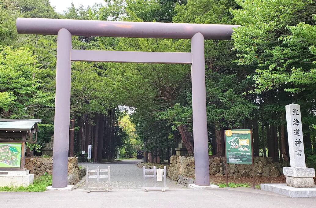 円山公園内にある北海道神社の鳥居