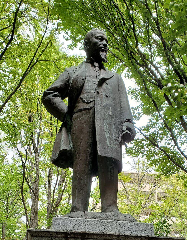 円山公園内に設置されている銅像