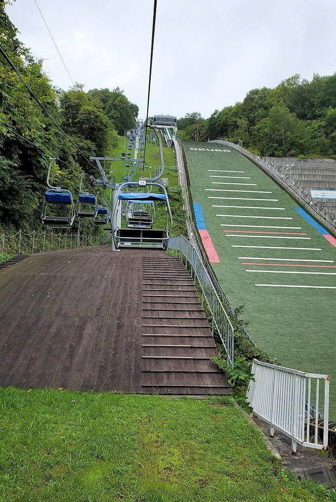 大倉山ジャンプ競技場のリフトで昇る