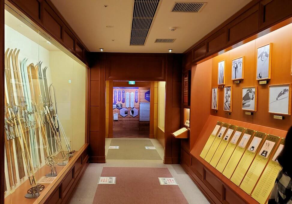 大倉山にあるオリンピックミュージアムに用具などが展示されている