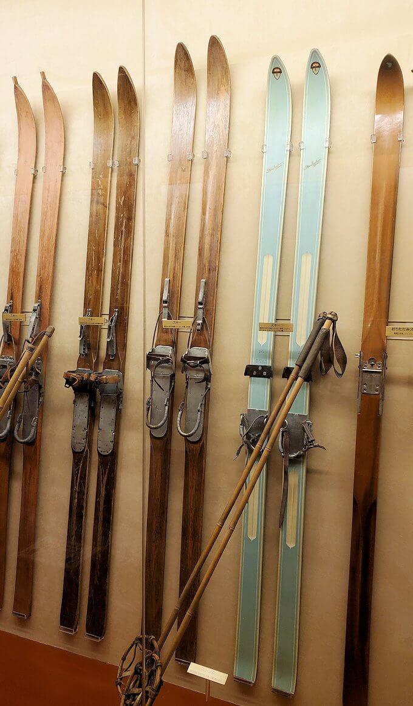 昔使われていたスキー板の数々1