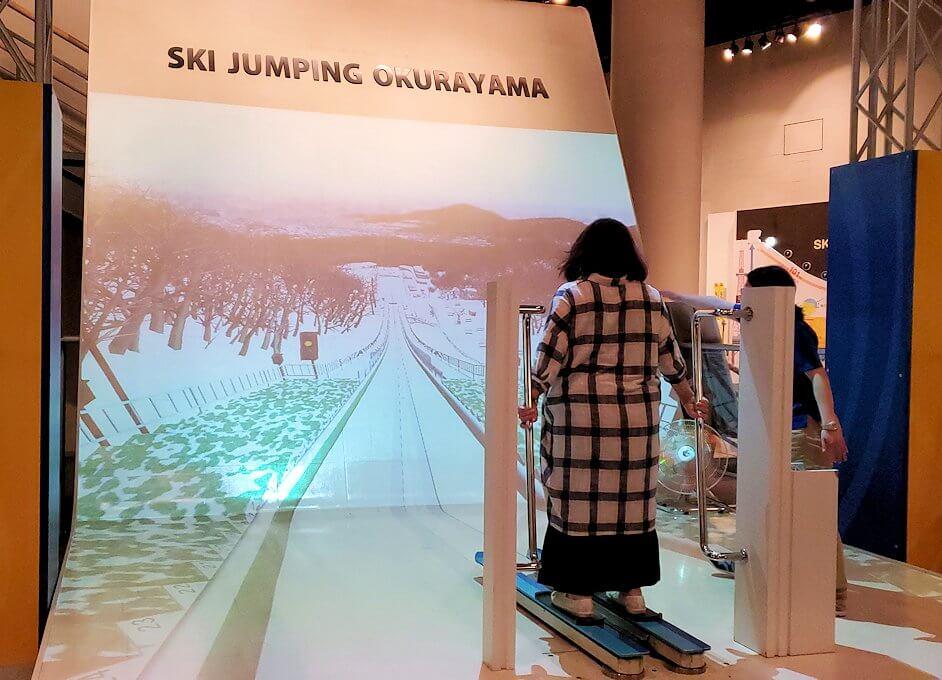 札幌オリンピックミュージアムの体験コーナー、スキージャンプを体験