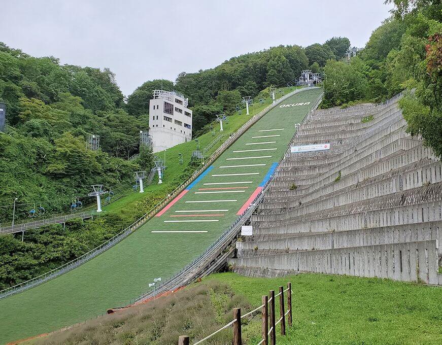 大倉山ジャンプ競技場を登る