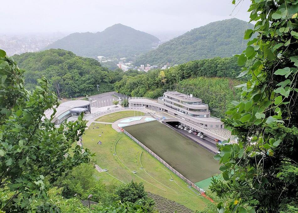 大倉山ジャンプ台を登る途中の展望台からの景色