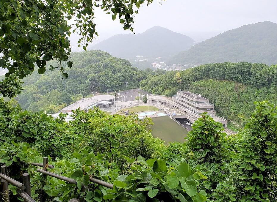 大倉山ジャンプ台から徒歩で降りる景色
