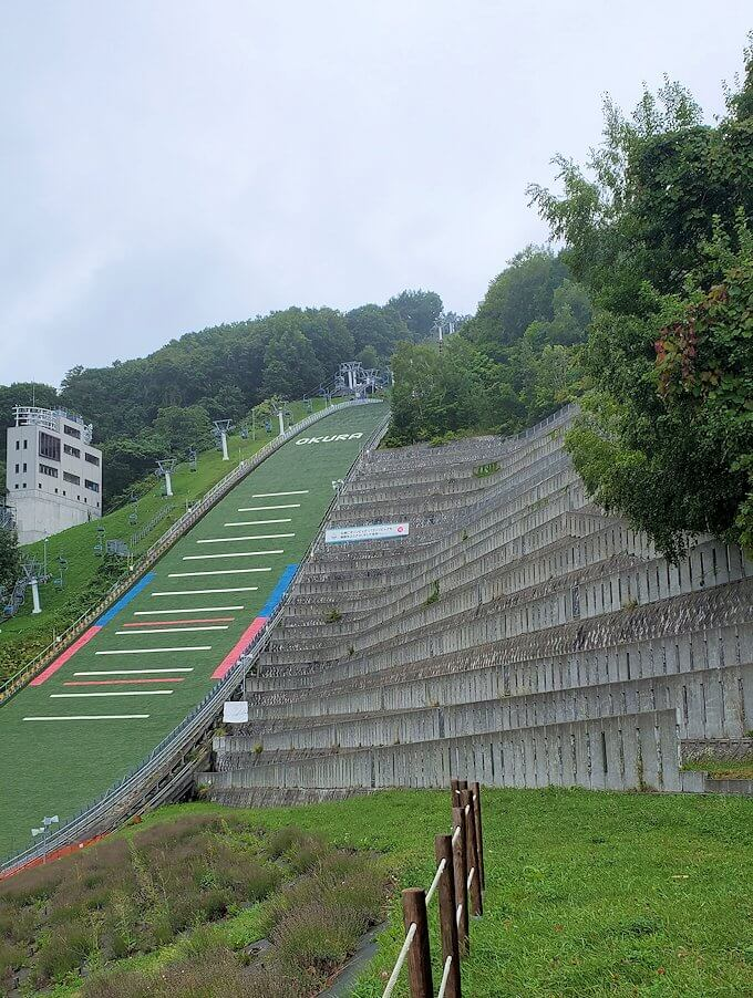 大倉山ジャンプ台を下まで降りる