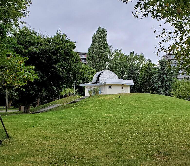 札幌市中島公園内にある天文台