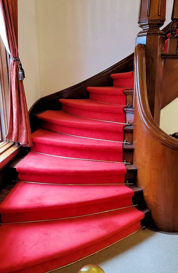 中島公園内にある「豊平館」のロビーにある階段