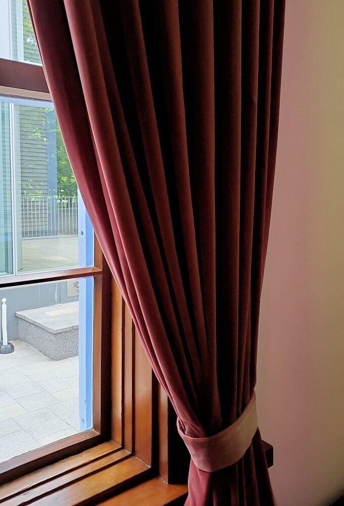 「豊平館」の百合の間にあるカーテン