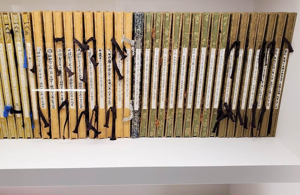 豊平館に飾られている、ここで行われた結婚式の名簿