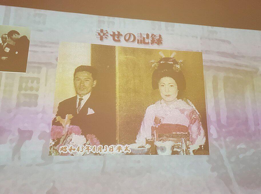 豊平館に飾られている、ここで行われた結婚式の記録映像