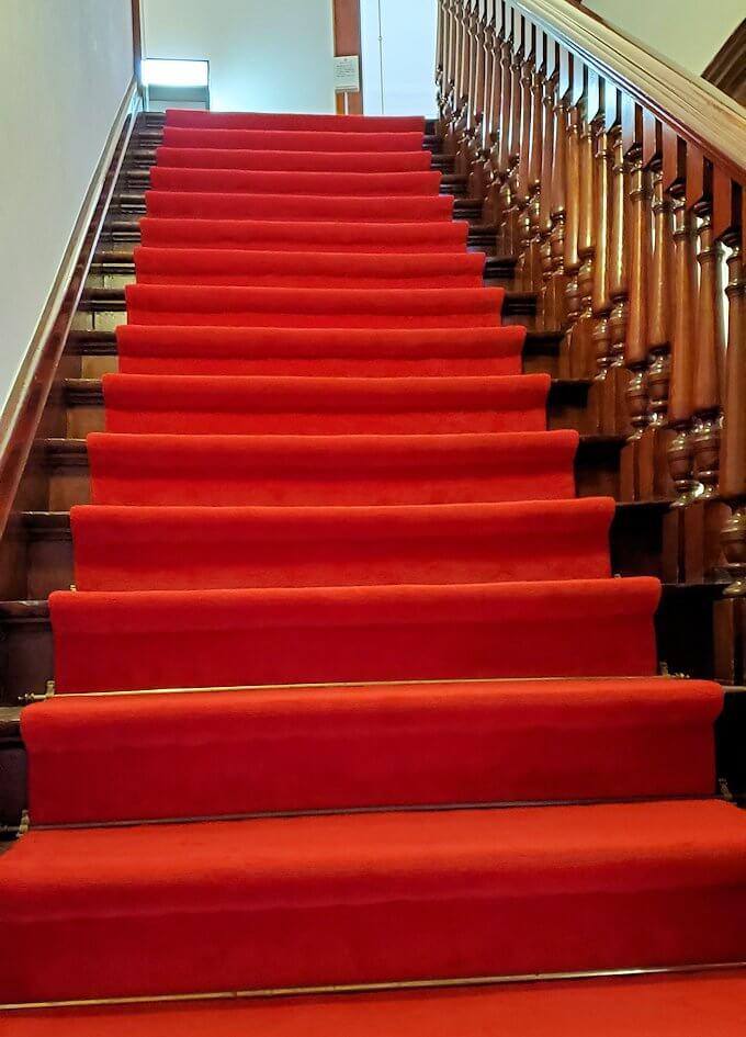 豊平館で2階へと登る階段
