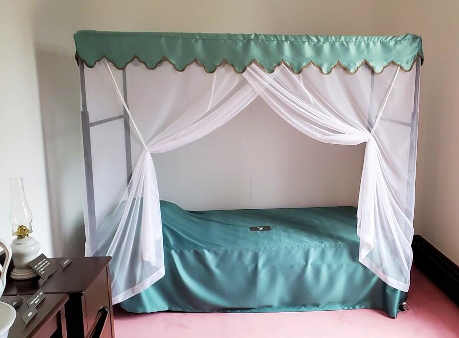 豊平館2階の天皇が宿泊した、紫の部屋1