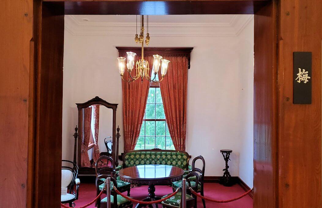 豊平館2階の天皇が宿泊した、紫の部屋3